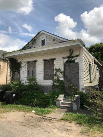 619 Tricou Street