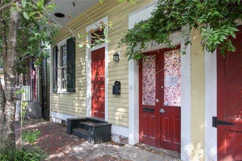 825 Frenchmen Street